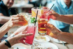 fresh-cool-cheers-with-friends_925x